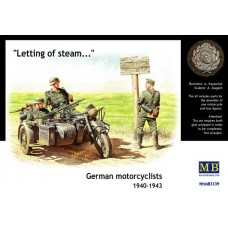 LETTING OF STEAM, GERMAN MOTOCYCLISTS 1940-1943 MASTER BOX 1/35