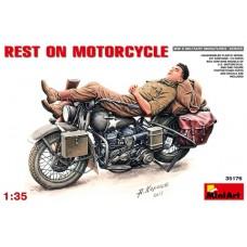 REST ON MOTORCYCLE MINI ART 1/35